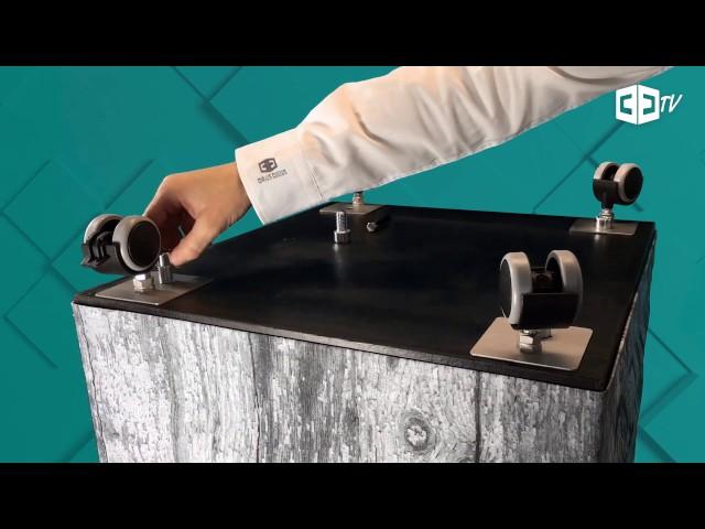 Bedruckte Sitzwürfel verwandeln – Bodenrollen anbringen