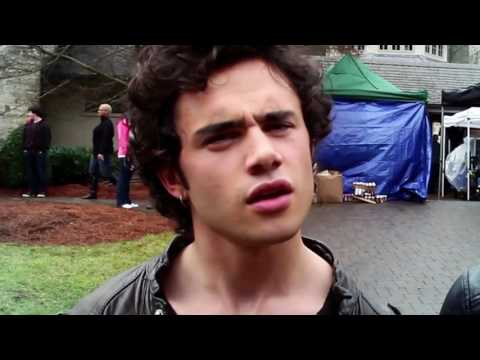 How To Speak American  with Sophie Turner and Toby Sebastian HD