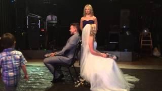 Мартин Попков и Лена на свадьбе разделяют обязанности