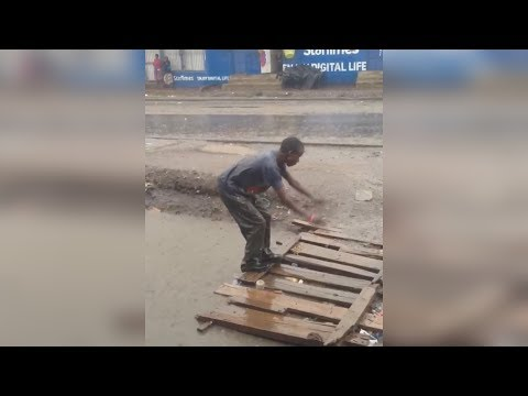 floods in different parts of Nairobi (how nairobians deal with heavy rain and floods)