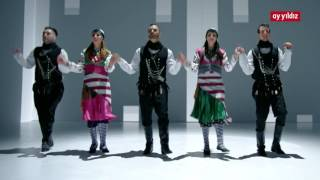 "AY YILDIZ ""Sen de bizdensin"" mit Eko Fresh, Mehtab Guitar, Elif Batman, uvm. (Official Video)"