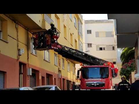 Los bomberos hacen comprobaciones en San Cibrao en busca de un escape de gas