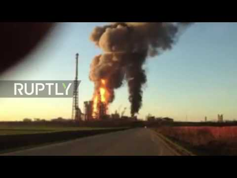 Italy: Eni oil refinery goes up in flames