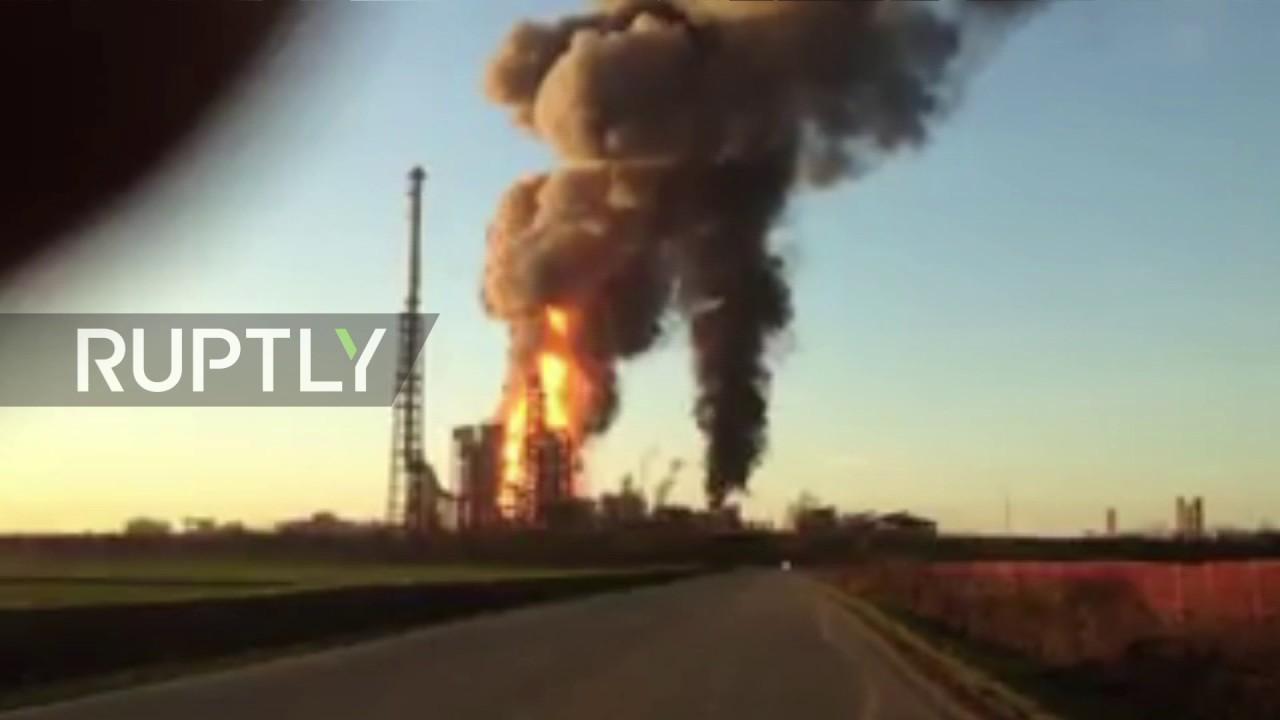 Αποτέλεσμα εικόνας για explosion in italian refinery