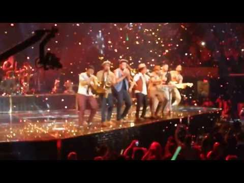 LOCKED OUT OF HEAVEN - Moonshine Jungle Tour 2013 Bruno Mars & the Hooligans