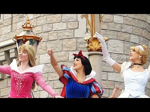 10 Disney Princesses at Disneyland & Disney World