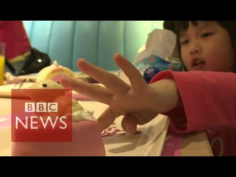 Hello Kitty restaurant in Taiwan - BBC News