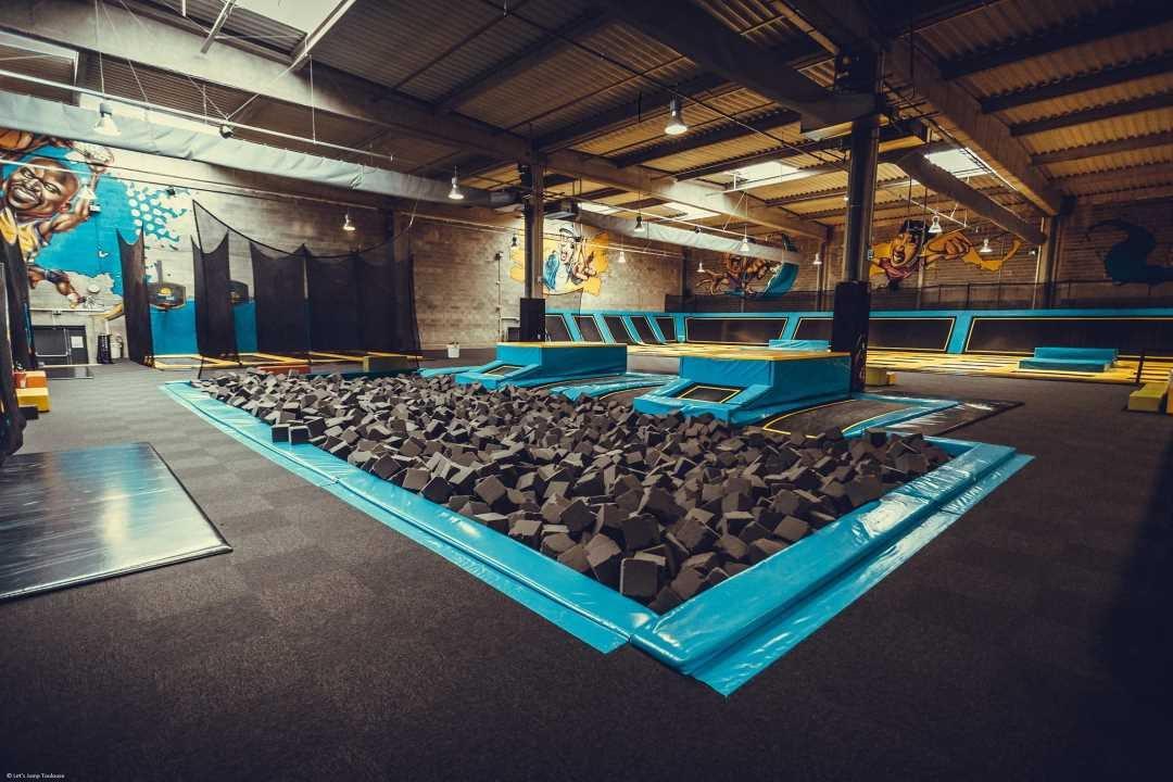 trampoline park toulouse patzo youtube. Black Bedroom Furniture Sets. Home Design Ideas