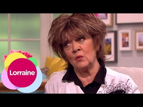 Amanda Barrie Gets Married In A Theatre | Lorraine