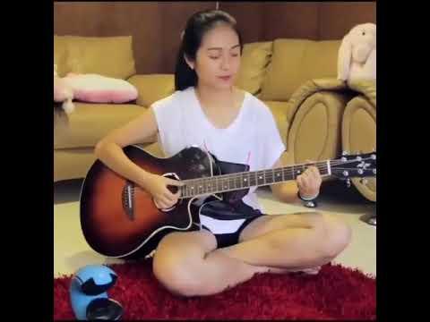 WoW!!! Cewek cantik main gitar - bikin ngilir mblo