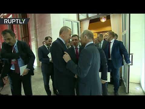 شاهد.. الرئيس التركي رجب طيب أردوغان يغادر سوتشي...  - نشر قبل 9 ساعة
