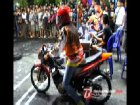 Station Top10 Surabaya - Happy Party Putry Amoy ( DJ NANANK )