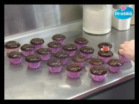 comment faire un cupcake gla age chocolat youtube. Black Bedroom Furniture Sets. Home Design Ideas