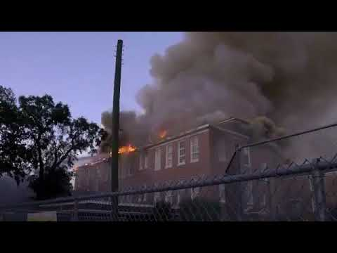 Historic Robert E. Lee school in Tampa destroyed by fire  (FULL LIVE COVERAGE)