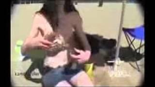 Приколы на пляже! Девчонка подрезала купальник подруге! Зацените!(Убойные футболки с приколами:) Подними настроение себе и окружающим:) http://arhip946.blogspot.com Приколы на пляже!..., 2015-05-11T20:53:51.000Z)
