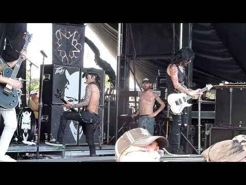 Black Veil Brides - Rebel Yell (Billy Idol cover) - Live 8-3-13 Vans Warped Tour