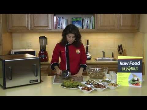 Raw Food Recipe: How to Make Travel Snacks