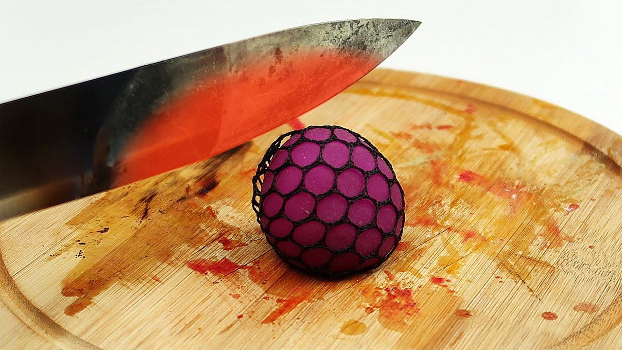 Что если раскаленным ножом разрезать игрушки антистресс?
