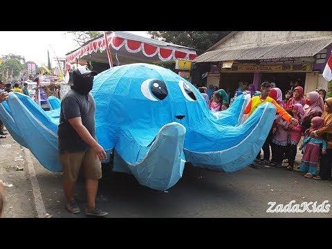 Pawai Badut Kartun Dan Berbagai Macam Hewan Serta Kapal Dan Tank   Karnaval 2017