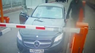 Ленинградский вокзал, нет денег на парковку при машине за 3 000 000
