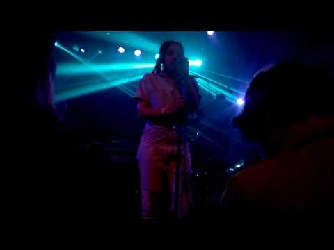 "Jamila Woods, ""Holy"" at Babadoum, Avant-Garde Pitchfork Paris Festival"