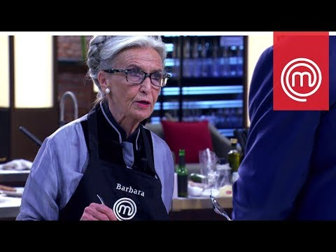 Barbara Alberti stende Cannavacciuolo con l'aglio | Celebrity MasterChef Italia 2