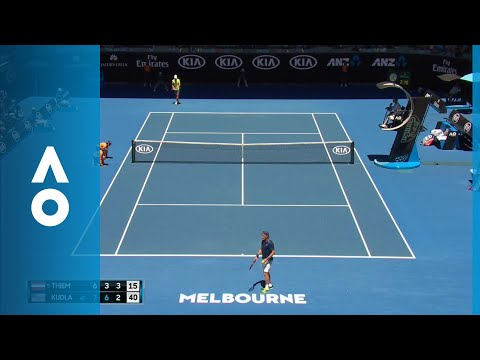 Ballkid catches a lob launched from Thiem's racket | Australian Open 2018