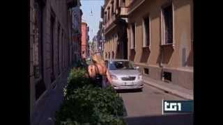 20120514 RAI1 10.000.000 € in gioielli antichi rubati a Milano a Rosa Buccellati.wmv