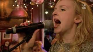LESLIE CLIO - TWIST THE KNIFE (Live Inas Nacht 09.02.13) Untertitel HD