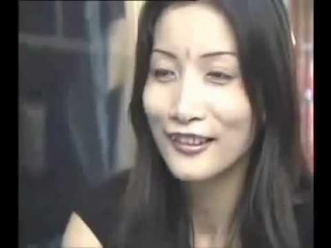 Video bà già hướng dẫn em gái mang bao cao su cho khách bằng miệng  vãi lều   Nhím Lông Xanh