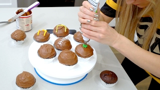 Super Bowl Cupcakes - Reese's Peanut butter filled!