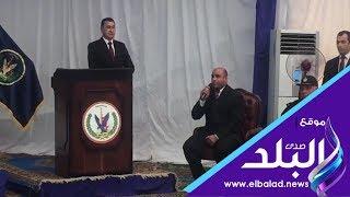 أمين شرطة يفتتح حفل الإفراج عن مسجونين بطرة بقراءة القرآن.. فيديو