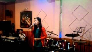 LỜI MẸ NGỌT NGÀO - trình bày Thùy Trang tại cafe Thánh Ca