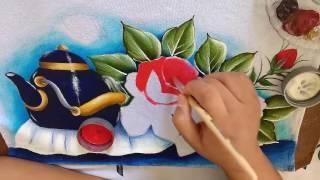 Segunda parte do vídeo de como pintar chaleira com rosas Com lia ribeiro