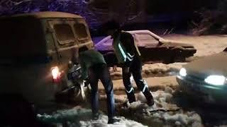 Полицейские помогают водителям 1