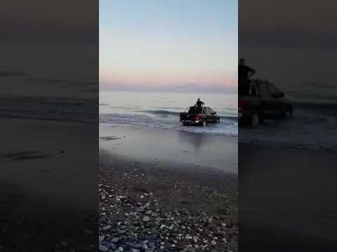 İtfaiye Denizden Araba Kurtardı