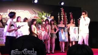 名古屋オートフェスティバル2017に ステージ上に 竹内 力さん登場 演説...