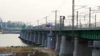 한강철교를 건너가는 경춘선 전동차 / Hangang railway bridge cross over Gyeongchun Line Electric trains