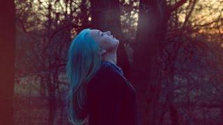 Bleaching/Dying My Hair Turquoise | DIY Thumbnail