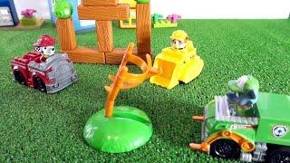 Щенячий патруль играют в Энгри Бёрдс. Видео для детей с игрушками