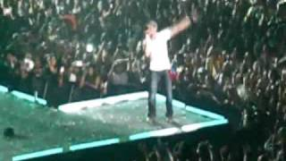 Enrique Iglesias: Escape (live version in Caracas)