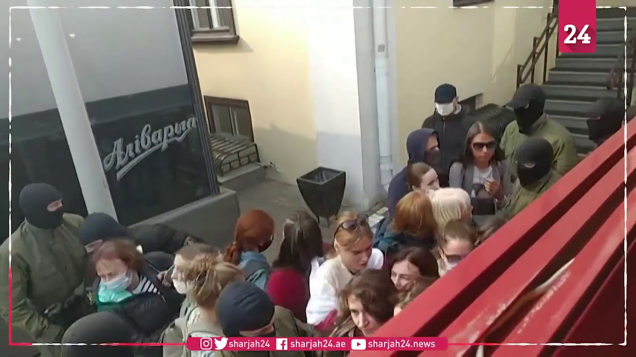 Download Belarus police violently detain women protesters