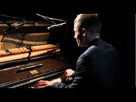 Pianist Lee Mathews performing Aint Misbehavin- Available from alivenetwork.com