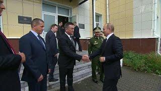 Во Владивостоке Владимир Путин встретился своспитанниками Нахимовского училища.