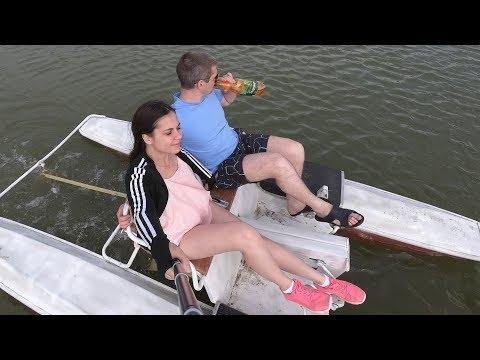 База отдыха Боровое . Испуганный карась. Уставший мужчина на пляже. Рыбалка в г. Тюмень 2019.