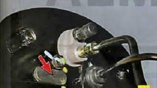 видео Как открутить тормозную трубку, шланг и цилиндр?