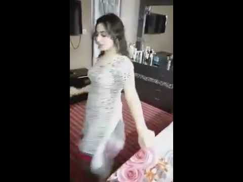 Pakistani girl beautiful dance on Gaddi tu...