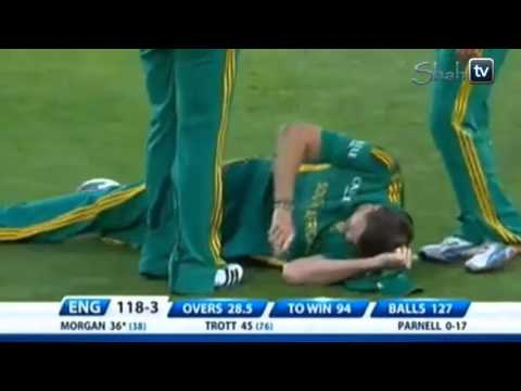 Morkel fall down in match very funny.mp4