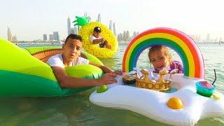 Челлендж НАДУВНОЕ против ОБЫЧНОГО Разыграли голодную Настю For kids Игры в воде с НАДУВАШКАМИ