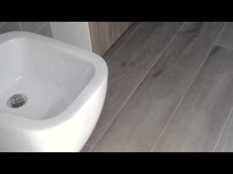 Bagno Stretto E Corto : Come ristrutturare un bagno piccolo? 4 trucchi vincenti [video]